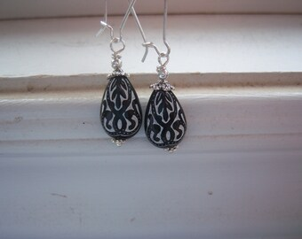 Black And White Earrings - Lucite Earrings - Vintage Style Earrings - Vintage Style -  Drop Earrings - Etched Earrings -Tribal Earrings