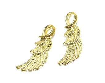 Single Feather Pendant / Charm / Gold Plated Brass / 4pcs / mcp0102