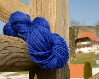 handspun thick/thin ultramarin blue merino wool