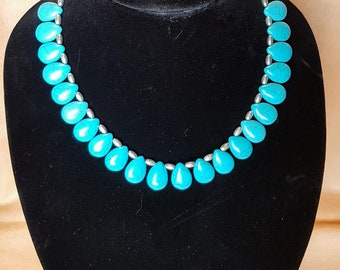 """Turquoise-colored howlite and silverplate necklace (18"""")"""