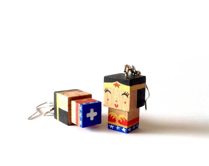 """Featured listing image: Boucles d'oreilles figurines cubiques en bois """"Wonderman"""""""