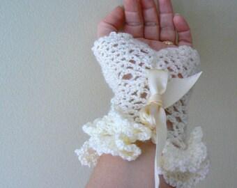 Mademoiselle lace crochet gloves.Mermaid gloves,french gloves.Handmade white boho crochet gloves.Ruffles dance gloves.Wedding fashion gloves
