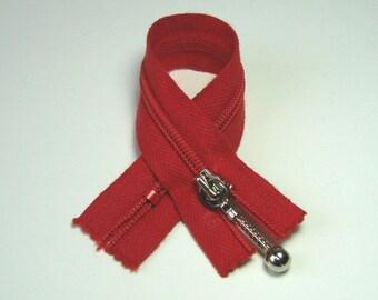 Zipper closure, 15 cm, red, not separable mesh plastic 4 mm.