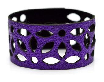 Azulejo medium leather cuff - purple