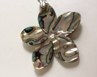"""1 5/8"""" Abalone Mother of Pearl Flower Pendant Silvertone Metal Bale"""