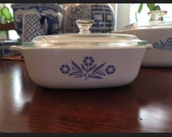 Vintage Corningware 1 quart casserole dish with lid.