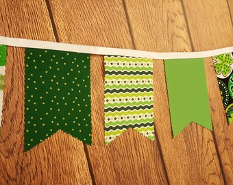 St Patrick's Day Banner- St Patty's Shamrock Decorations- Green & white clover Bunting- Kiss Me Irish Garland- Indoor cloth decor- #390 391