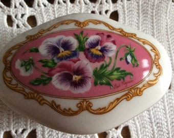 Vintage Music Box HERITAGE HOUSE Fine Porcelain Love Songs to Remember Hawaiian Wedding Song Limited Edition 1990 w lovley Pansies