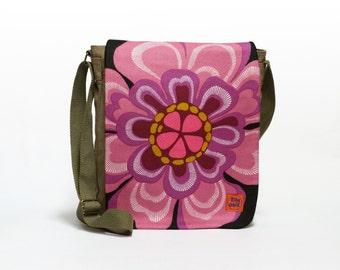 Tina - Canvas Crossbody bag | Messenger bag | Retro shoulder bag upcycled with original vintage fabric by EllaOsix