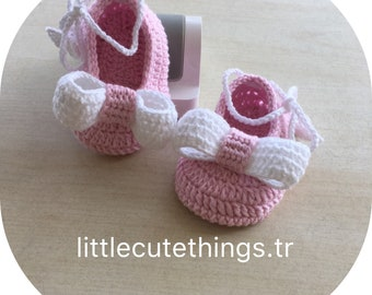 Crochet laced baby shoes with bow /Babyshower /Gift for New baby /Ready to shipping /0-3 Months / Mary Jane shoes