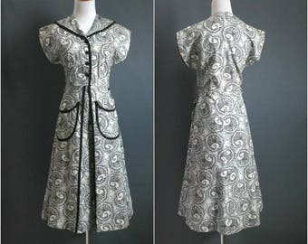 1940s housedress with moon-shaped paisley print, deadstock NOS 1940s dress pockets novelty print