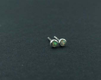 Petite en argent Sterling opale boucles d'oreilles délicates délicat Style minimaliste Mini petites boucles d'oreilles cadeau pour ses boucles d'oreilles petites opales 3mm