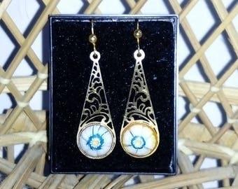 Vintage costume drop dangle earrings evil eye in a goldtone setting for pierced ears eyeballs gothic