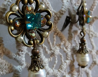 OLD CENTURY. Earrings with medieval and Renaissance touches of brass with aquamarine swarovski crystal.