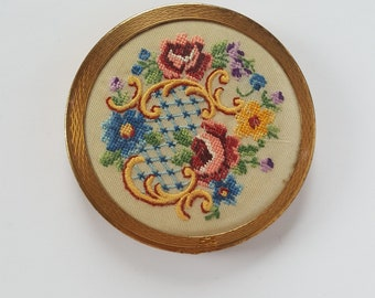 1950s Zenette powder compact embroidery