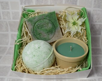 Gardener's Therapy Gift, Gardener's Therapy Soap, Gardener's Muscle Soak Herbal Bath Bomb, Soy Wax Candle.  Fizzy Fuzzy.