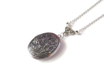 Antique Oval Locket, Silver Oval Locket Embossed Flower Design, Vintage Jewelry Style Locket, Stainless Steel Chain