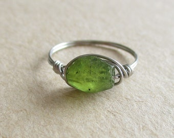 Peridot gemstone faceted oval bead stainless steel wire wrapped ring pinky ring - size 4 1/2