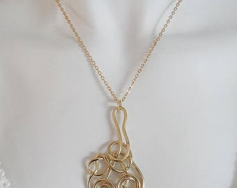 Golden spiral pendant knotted link