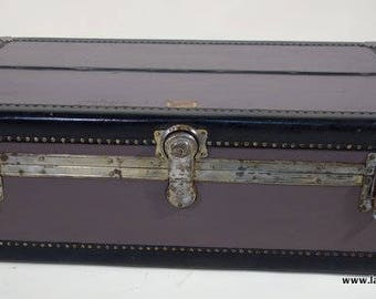 With his key R2106 American flat cabin trunk