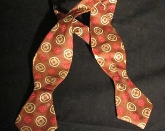 Fabulous  Bowtie Vintage 40's  Self Tie Dapper Bowtie