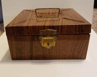 Vintage Woodgrain Porta File