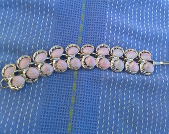 She Sells Sea Shells, Peachy-pink Vintage Bracelet to pretty up your wrist.