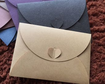 Small envelope with heart closure, 10.5x15.5cm, kraft