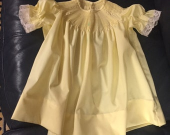 girls READY TO SMOCK bishop dress, buttery yellow ruffled short sleeves with lace,  size 1