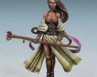 DiTerlizzi Masterworks: Zarese Of The Silver Moon, Female Mage w/Staff - 4612 - Dark Sword Miniatures