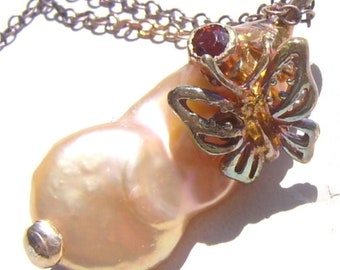 Necklace Baroque pearl and red spinel AND a butterfly