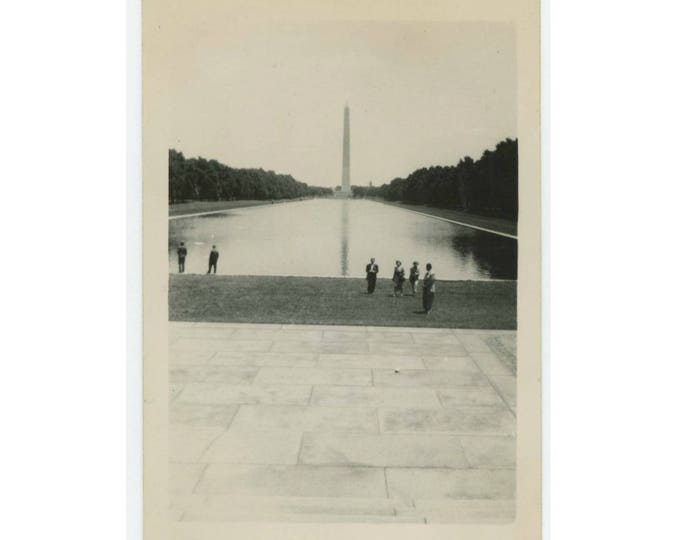 Vintage Snapshot Photo: Washington Monument, Tourists, 1940s-50s (77595)