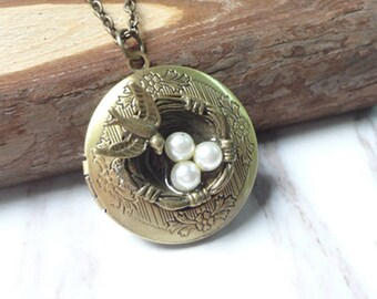 Vintage Victorian Revival Molded Brass Bird's Nest Round Locket Pendant Necklace 974