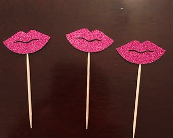 12 lip cupcake toppers!