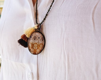 Long necklace in bronzed brass with cameo and cotton tassel