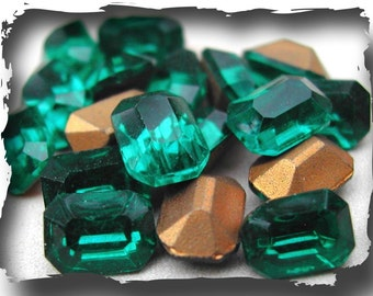 Vintage Emerald Green 2x3mm Rectangle Cabochons