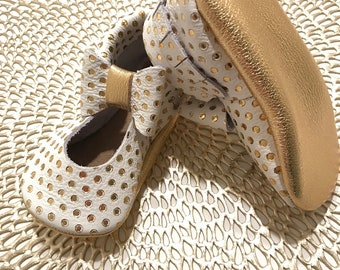White with Gold Polka Dots Mary Janes Moccasins, Mary janes, White and Gold Baby Moccasins, Gold Toddler Moccasins, Leather Baby Moccs