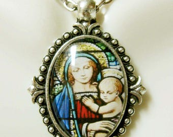 Madonna and child pendant and chain - AP05-226