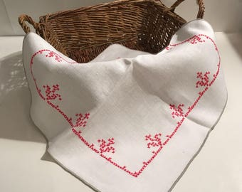 Set of 4 White Linen Napkins with Red Embroidery * Handmade * Vintage Napkins * Table Linens * Christmas Napkins