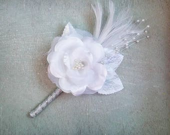 Great Gatsby Boutonniere, White boutonniere, glamorous boutonniere, feather boutonniere, fashionable boutonniere, white rose boutonniere
