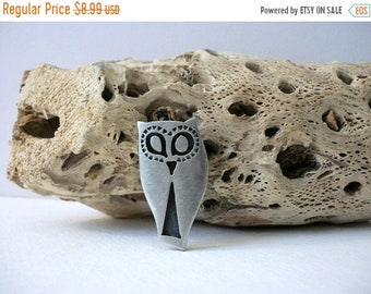 ON SALE Vintage Silver Tone Abstract Cat Face Pin 40117