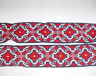 Great vintage colors red/white/blue trim