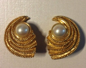 Vintage Gold Tone Swirl and Pearl Clip On Earrings
