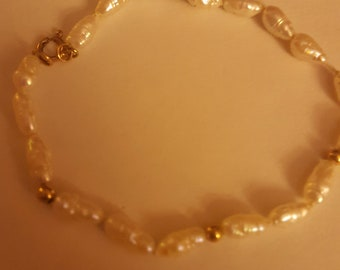 faux pearl and gold bead bracelet