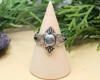 Rainbow Moonstone Vintage Inspired Ring / Size 5 / Alternative Engagement Ring / Moonstone Victorian Ring / Small Boho Ring / Bohemain Ring