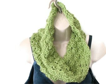 Green Crochet Cowl. Infinity Neckwarmer, Winter Fashion Scarf, Winter Scarf, Green Cowl Scarf, Winter Cowl, Green Circular Scarf