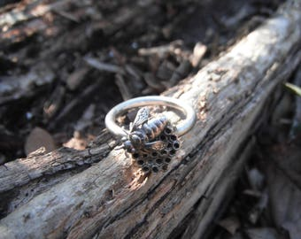 Sterling Silver Honey Bee On Comb Size 6