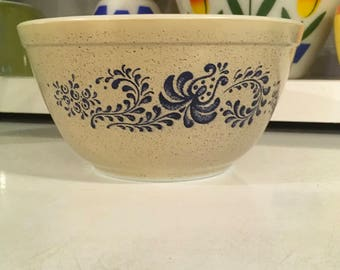 Vintage Pyrex homestead bowl 402 nesting mixing decor country farmhouse dish baking