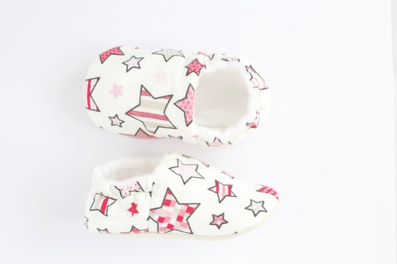 Soft sole slip on baby girl shoes with pink star print cotton