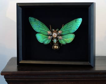 MADE TO ORDER : Steampunk cicada sculpture - Green wings - Green Harlequin Glass.